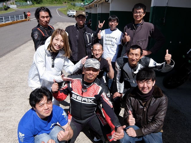 <strong>恒例エビスサーキット走行会〜♪お天気最高!!PeeWeeClub10名のライダーがひた走る〜♪〜♪〜!!</strong>